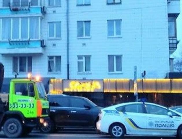 Масова евакуація «героїв» паркування в Києві. ФОТО
