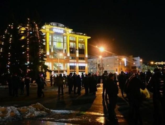 Театральний майдан Луцька буде додатково освітлений на час свят