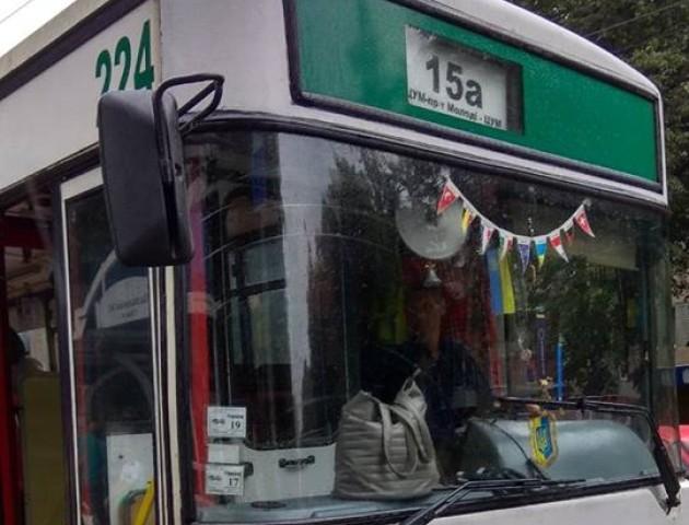 Через телефон вийде з ладу тролейбус: у Луцьку кондуктор облаяла пасажирку
