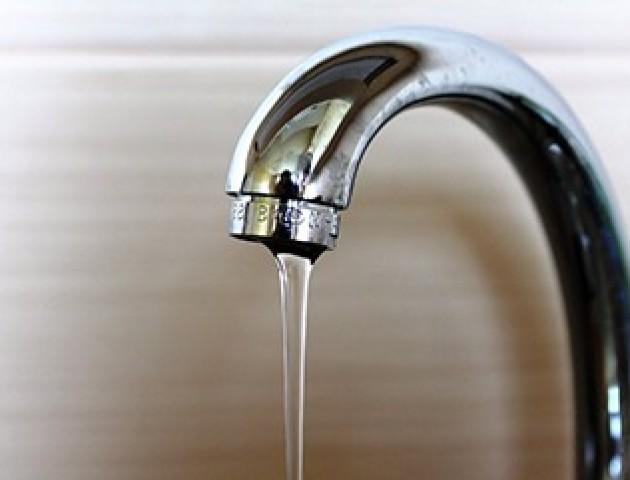 «Ні попрати, ні помитися», - у Луцьку скаржаться на тиск води. ВІДЕО