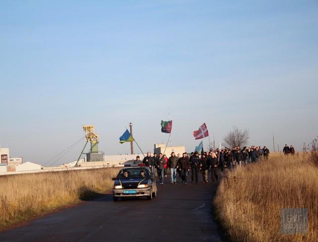 У Нововолинську шахтарі пішли страйкувати під стіни мерії. ВІДЕО
