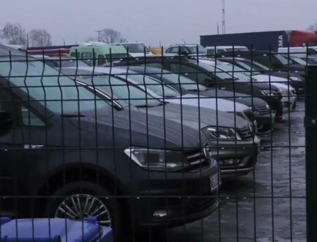 Волинським власникам євроблях розповіли, як легалізувати авто. ВІДЕО