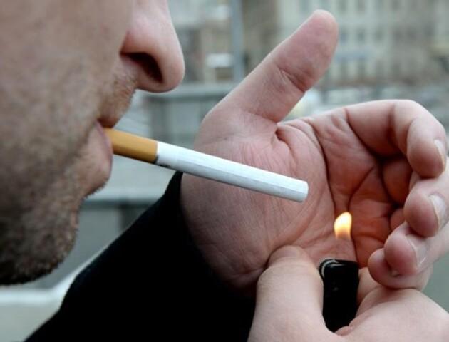 Кальяни, вейпи, цигарки: в Австрії заборонили курити в барах та кафе