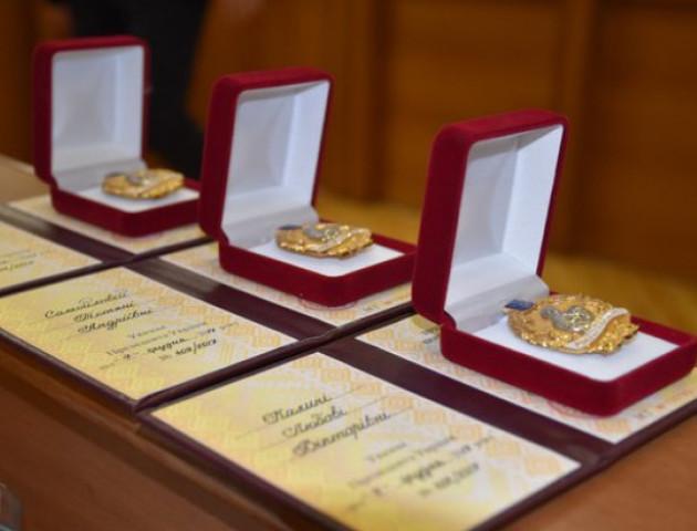 До Дня матері Порошенко нагородив 128 волинянок званням «Мати-героїня»