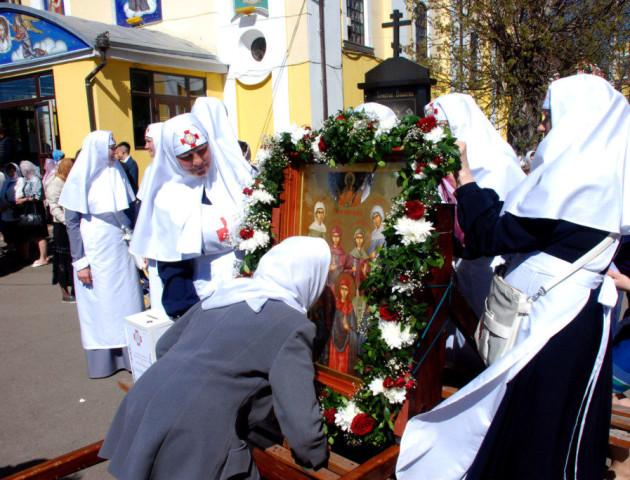 Вулицями Луцька пройшла Хресна хода з іконою святих Жінок Мироносиць. ФОТО