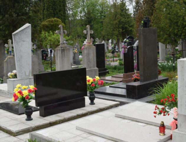 На вихідні у Луцьку поліція посилено контролюватиме кладовища
