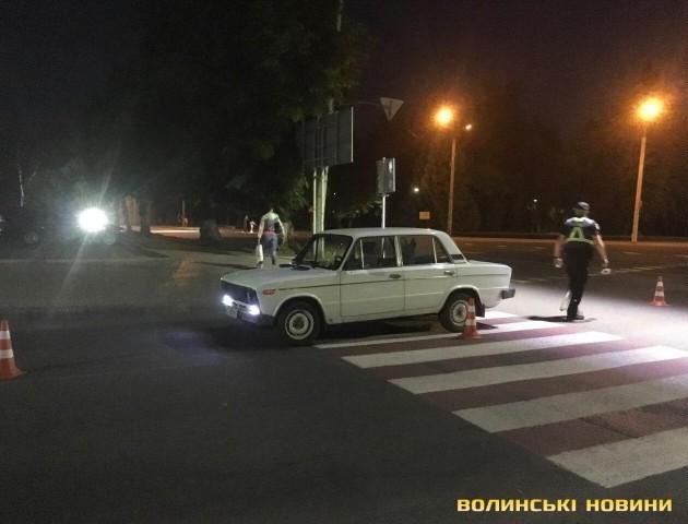 У Луцьку на «зебрі» авто збило двох дівчат. ФОТО