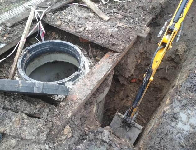 У Луцьку під час незаконного розкопування землі знайшли цеглу та кераміку 16 століття