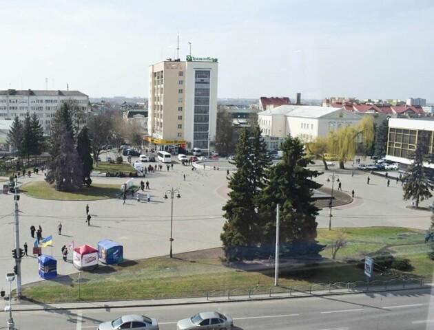 Замість фонтану – ліфти і дороги. Використають гроші, які призначені на Театральний майдан
