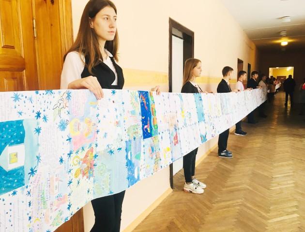 Луцькі школярі встановили рекорд України та отримали подарунки. ФОТО