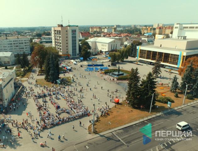У Луцьку - флешмоб до Дня Незалежності. ФОТО. ВІДЕО