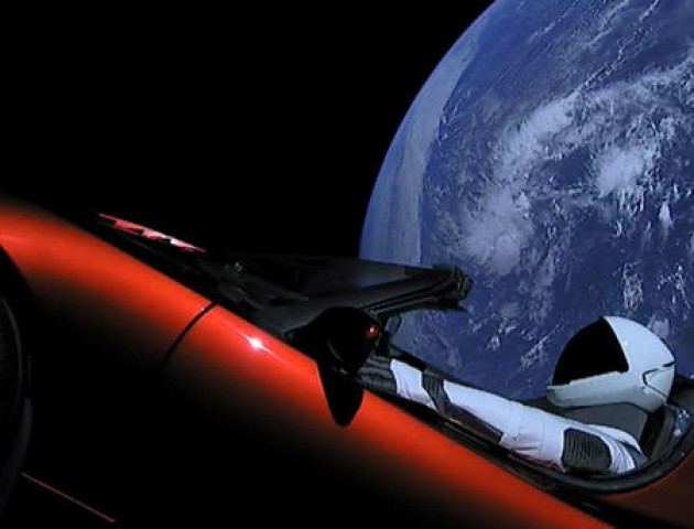 Tesla Roadster Ілона Маска може зіткнутися з Землею