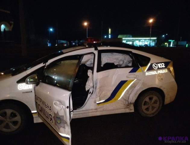 Нічна погоня у Рівному: п'яний водій розтрощив поліцейське авто. ФОТО