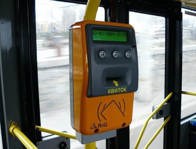 В тролейбус і маршрутку – без готівки. У листопаді в Луцьку запрацює нова система оплати проїзду