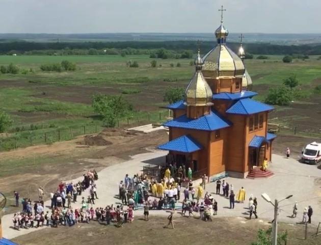 Волинський священик розповів, як облаштовують храм у Волновасі. ФОТО