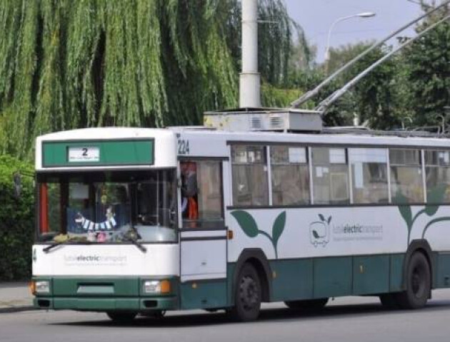 Луцьк у червоній зоні: курсують лише деякі маршрутки і тролейбуси