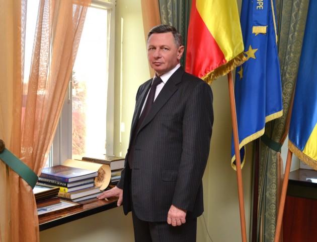 У Луцьку видали книгу, присвячену Миколі Романюку