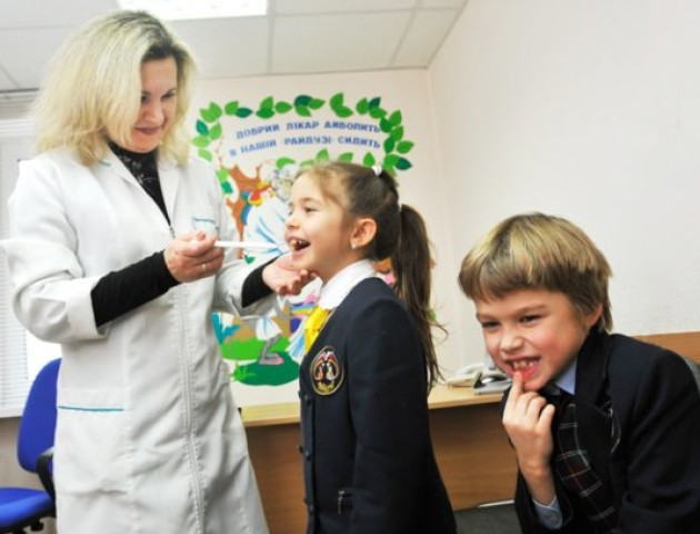 Напередодні нового навчального року: що потрібно знати про медогляд дитини
