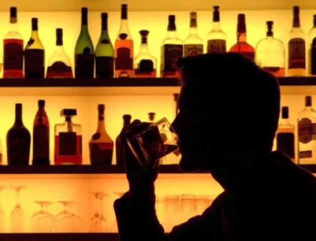 У Литві заборонили вживати алкоголь до 20 років
