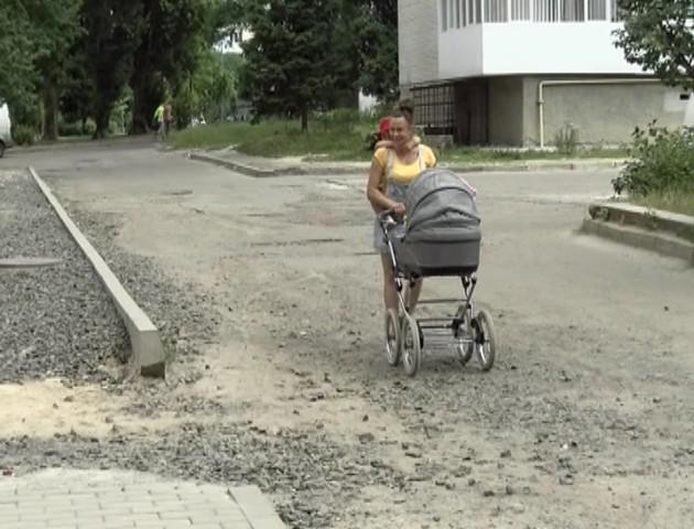 Через «катакомби» в луцькому дворі дитина травмувала руку. ВІДЕО
