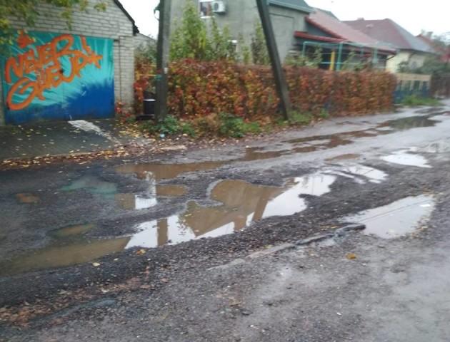 У Луцьку відремонтована дорога вкрилася ямами