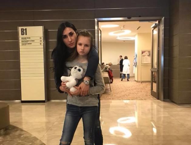 «Допоможемо Арінці разом»: у Луцьку збирають гроші для онкохворої дитини