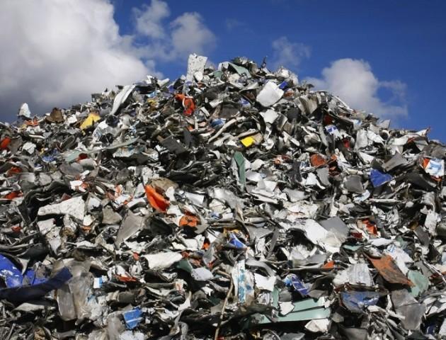 У Ківерцях провчили любителів викидати сміття біля дороги