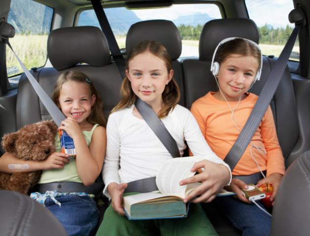 Вчені не рекомендують відвозити дітей до школи на машині
