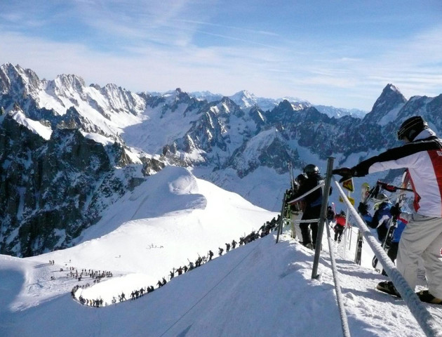 На зимовому курорті в Альпах евакуювули понад 160 людей.ВІДЕО
