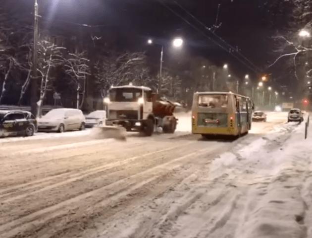 Луцька влада «візьметься» за водіїв снігоочисної техніки, які торгують пальним
