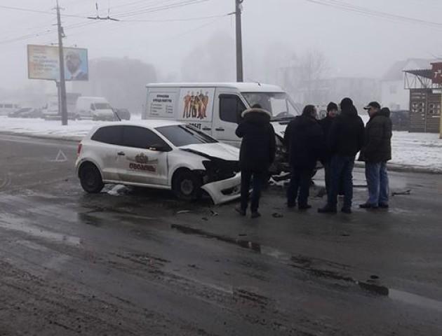 На вулиці Львівській у Луцьку ускладнений рух через аварію. ВІДЕО