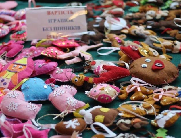 У Луцьку вп'яте шитимуть іграшки, аби допомогти дітям з онкологією