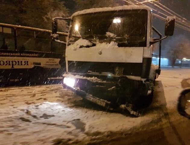 У Луцьку евакуатор врізався в маршрутку