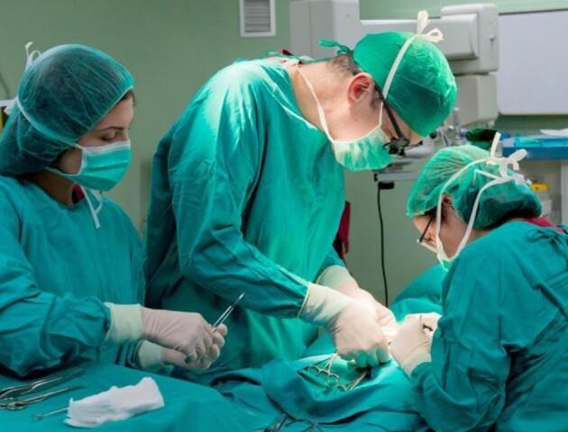 У луцькій лікарні вперше провели унікальну операцію: жінці пришили ногу