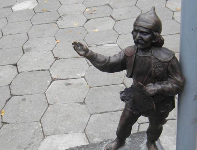 Хотіли здати на металобрухт: фігуру луцького кликуна поцупили неповнолітні