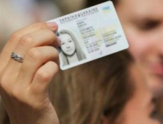 Уряд хоче ліквідувати паперові паспорти. Усім доведеться оформити ID-картки