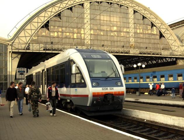 Замість рейкового автобуса Луцьк-Львів курсуватиме потяг