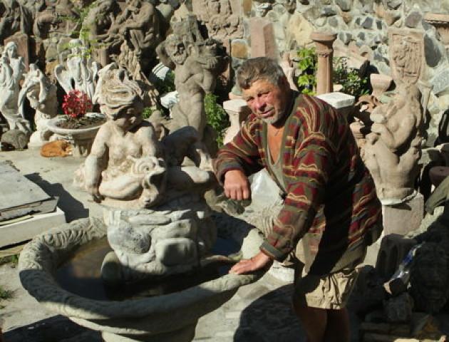 Микола Головань розповів, як «по камінчику» зводив будинок
