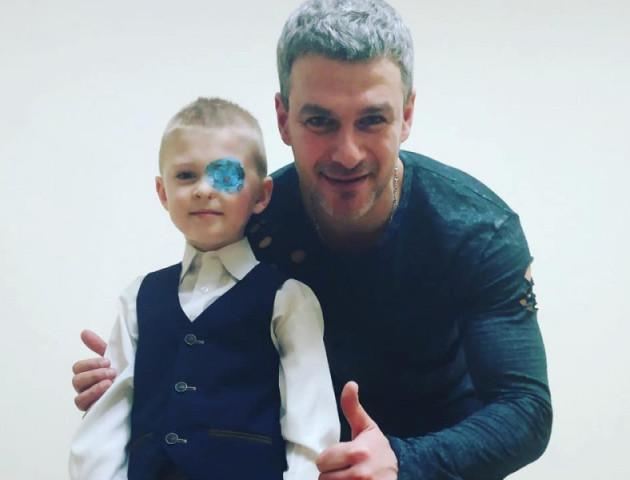 У Луцьку Арсен Мірзоян виступив заради хлопчика, який народився без ока. ФОТО