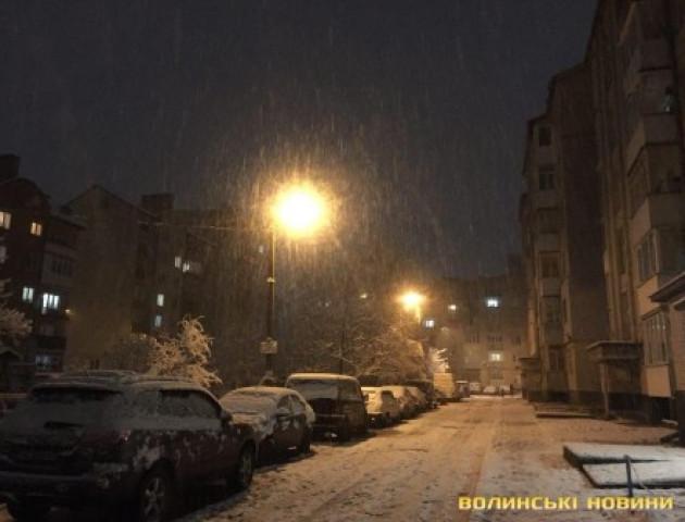 Припарковані авто заважають очищати Луцьк від снігу