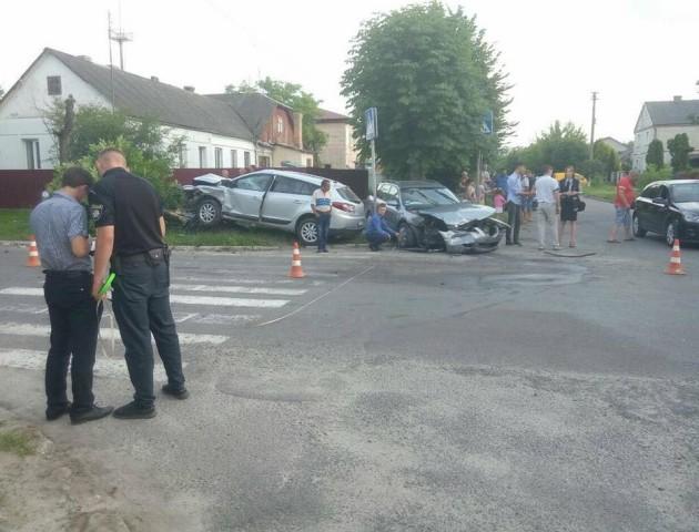 Розтрощені автомобілі – в Ківерцях трапилася аварія