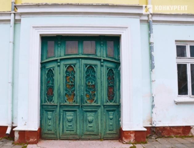 У Луцьку реконструюють знамениті старовинні двері