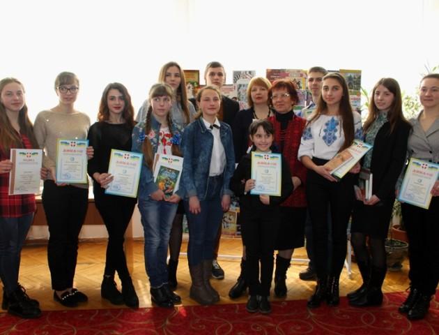 У луцькій бібліотеці нагородили переможців конкурсу «Думи і мрії»