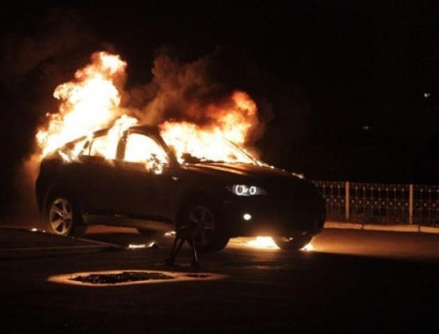 У Нововолинську спалахнуло авто BMW