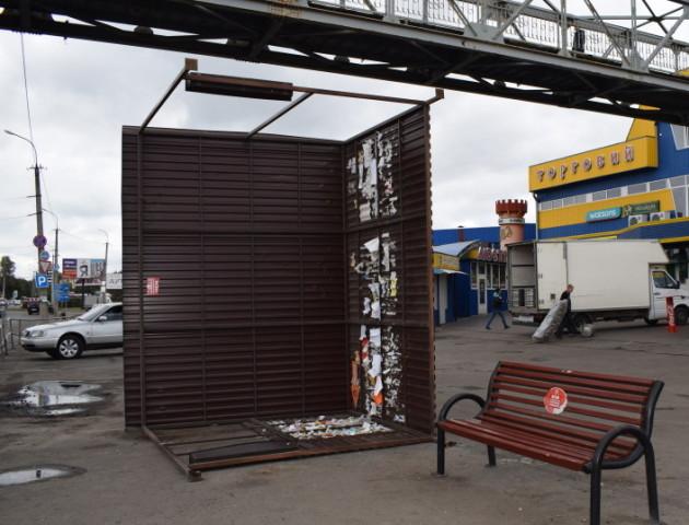 Замість поваленої зупинки у Луцьку поставлять нову