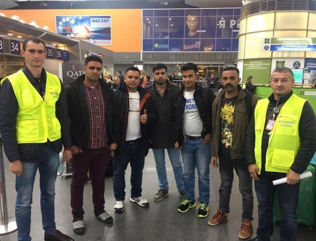 Нелегалів-пакистанців, яких затримали у Луцьку в середині жовтня, відправили з України
