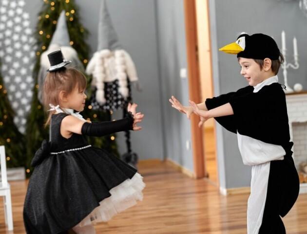 Новий рік у чорно-білому стилі.  В Сімейній академії «Плай» показали фото з оригінального свята