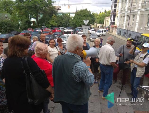 Під луцькою мерією протестують підприємці ринку «Привіз»
