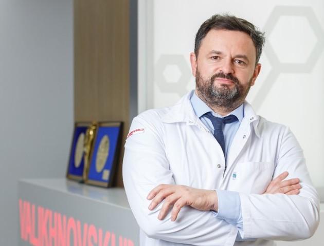 Відомий пластичний хірург з Волині змінив ніс популярній інстаблогерці
