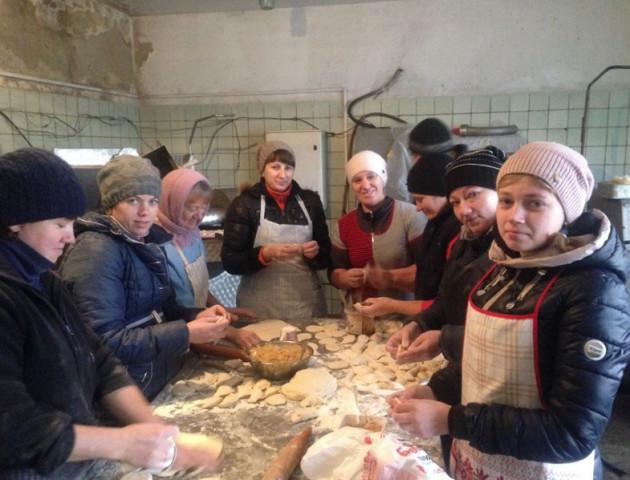 У Олиці волонтери зібрали допомогу для бійців на Сході